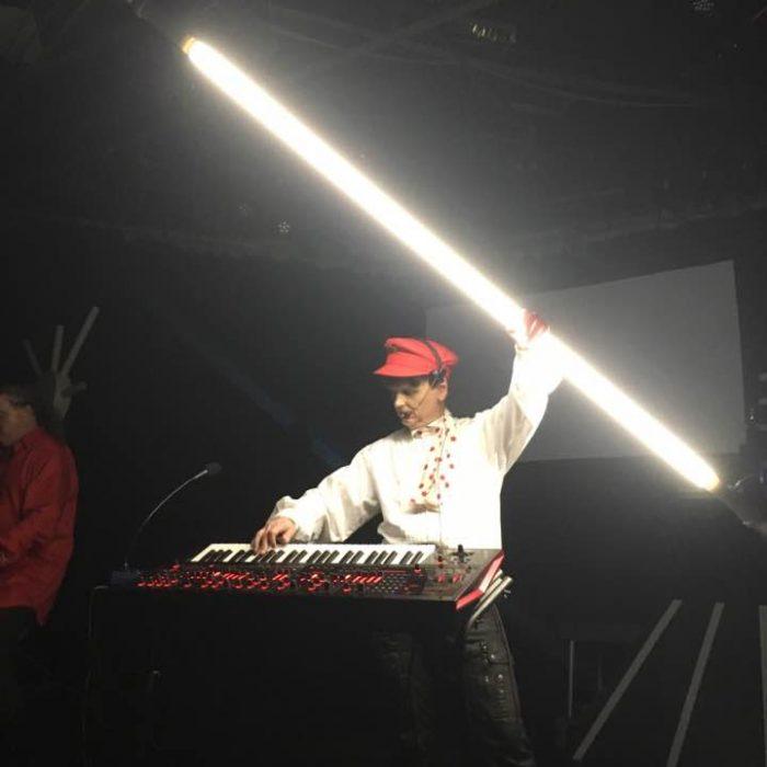 T-4-2 Bar of Light Live (video)